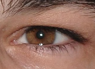 The eye of Josh Hartnett